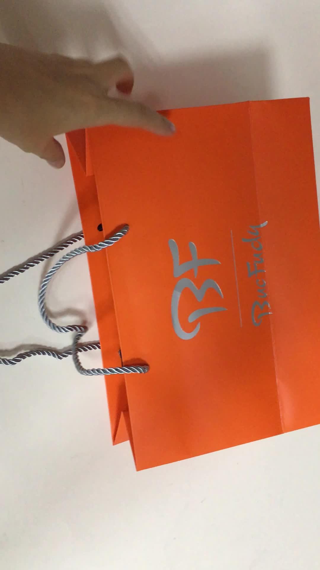 新しい高品質とファンシーカスタムカラー印刷高級ギフト紙ショッピングバッグギフトバッグ