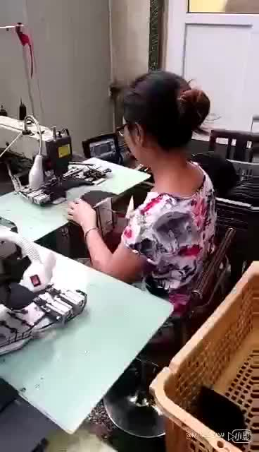 Automatic pattern logo label attaching cap visors sewing machine