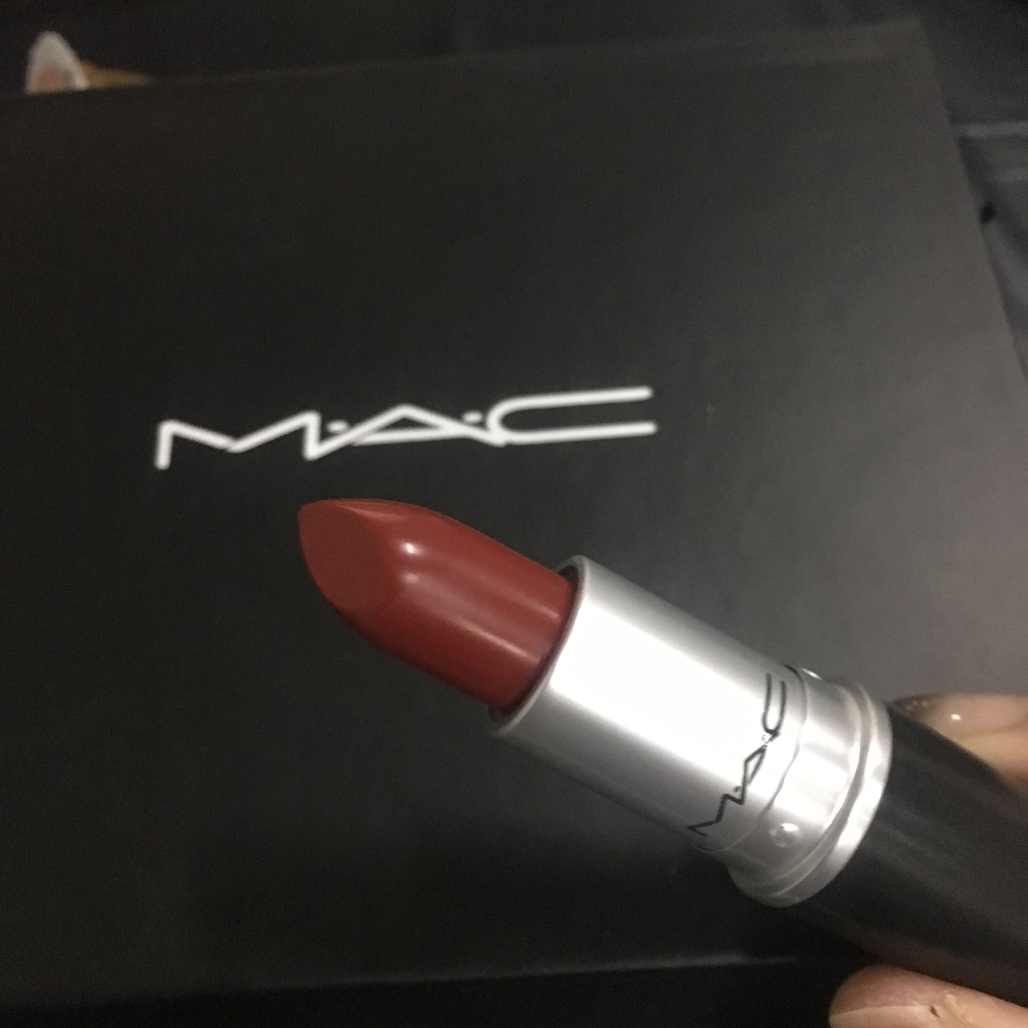 mac口红ruby woo和Russian red对比——雾面显白少女