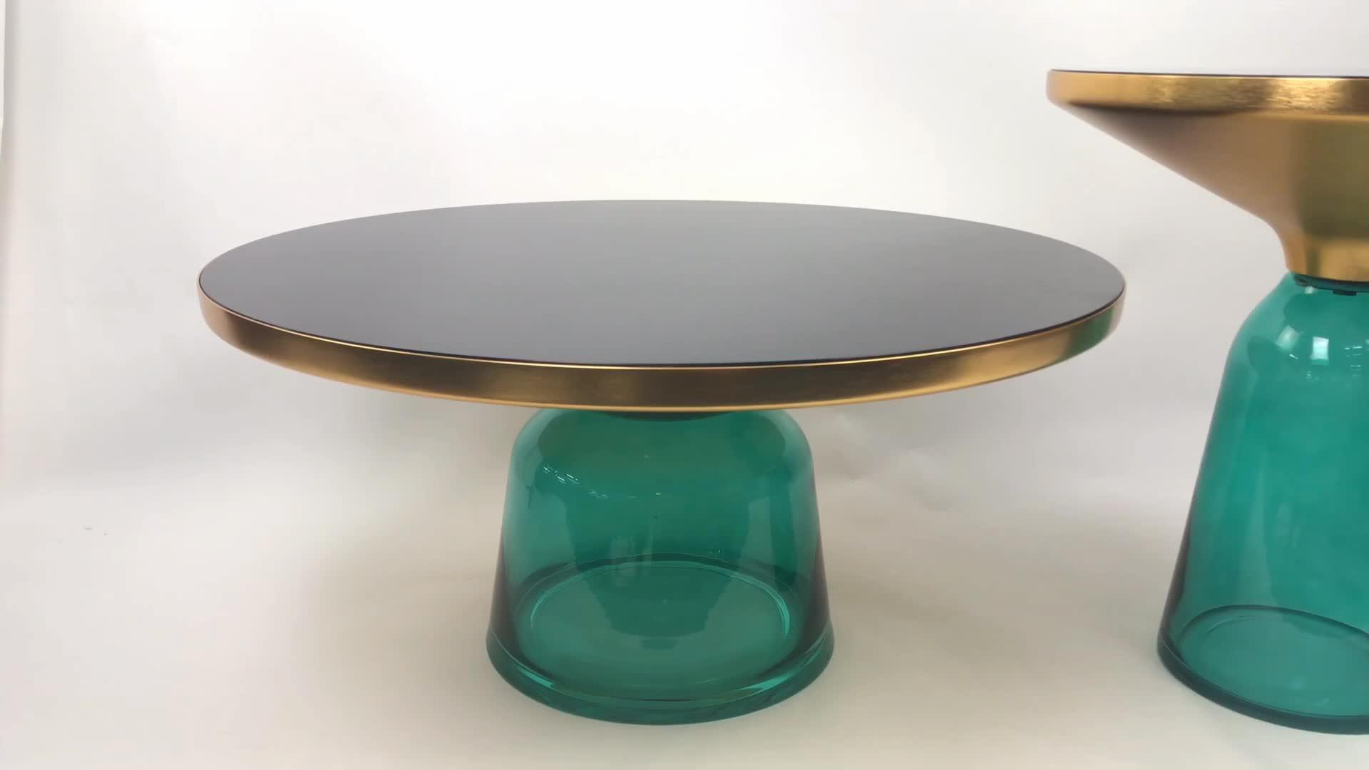 เฟอร์นิเจอร์ห้องนั่งเล่นหรูหราทองทองเหลืองสีดำอารมณ์กระจกด้านบนระฆังด้านข้างโต๊ะกาแฟ