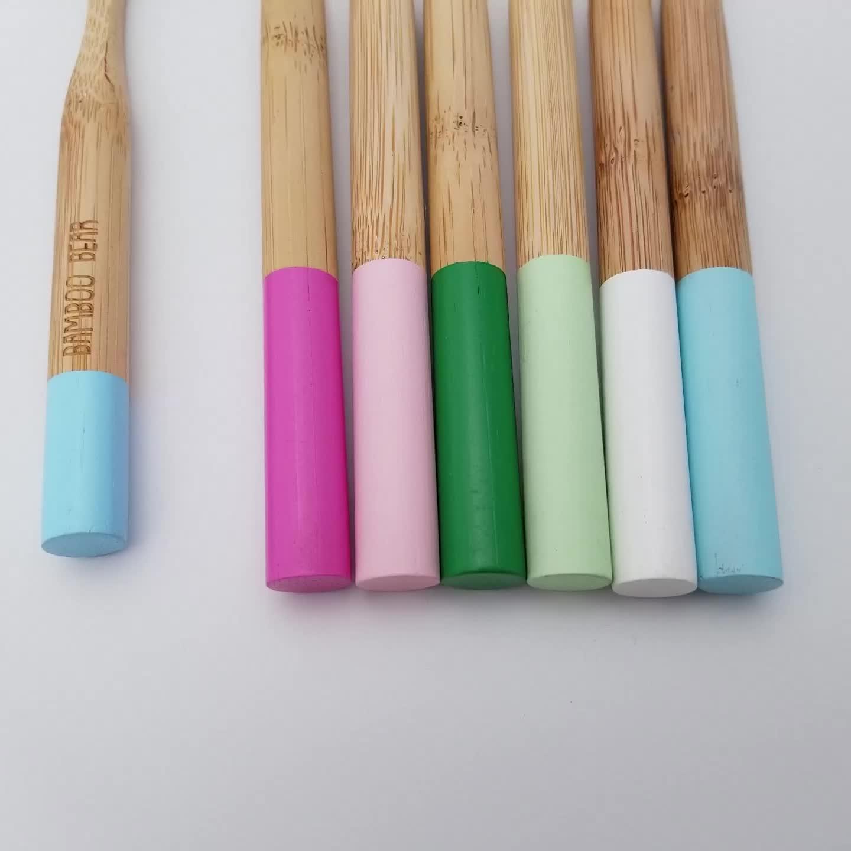 Biyobozunur yuvarlak saplı bambu diş fırçası BPA içermeyen kömür veya yumuşak/orta naylon kıllar