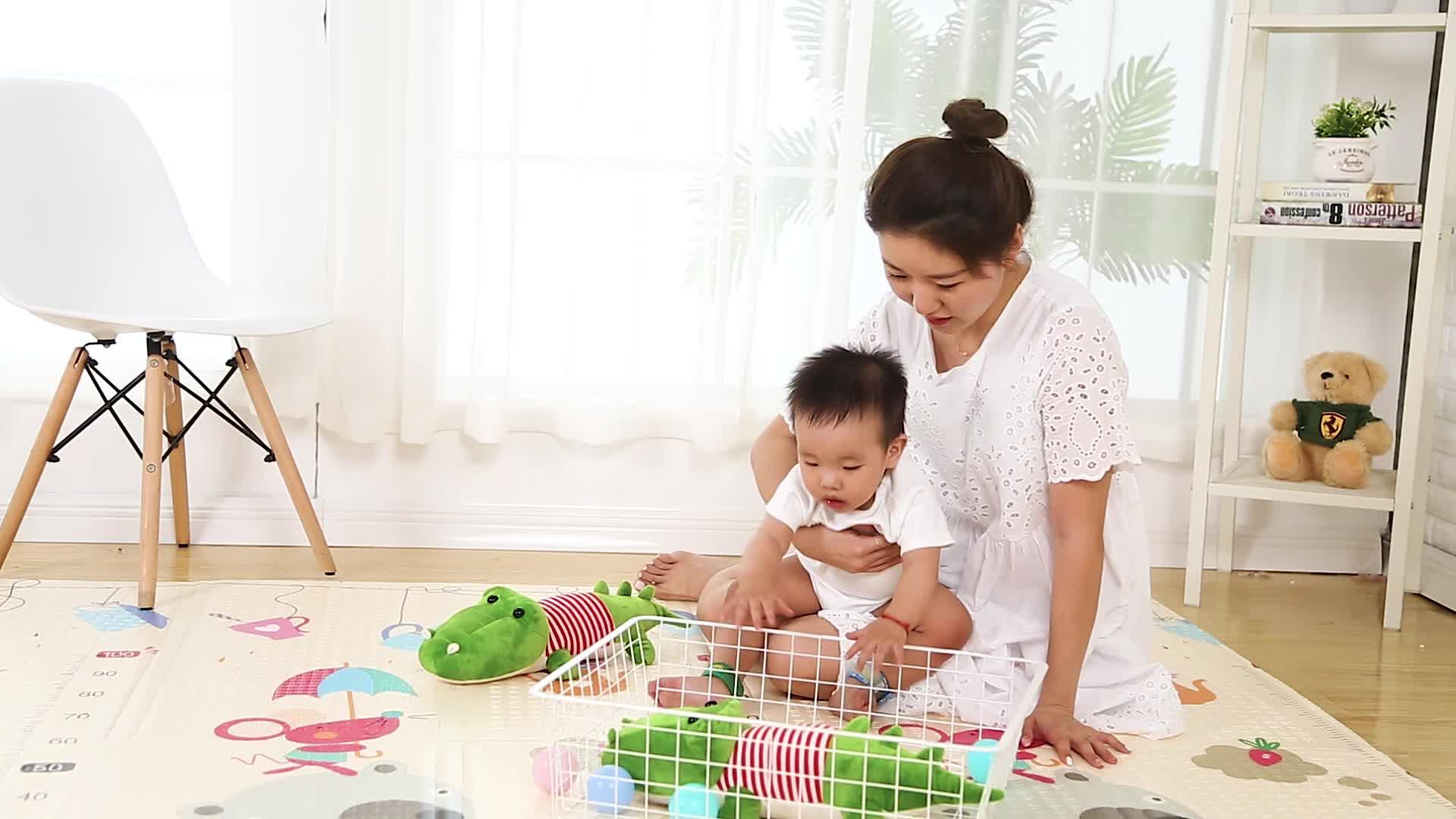 حصيرة لعب أطفال مقاومة للماء من مادة القطن قابلة للطي XPE/بساط للعب الأطفال تستخدم لغرفة المعيشة وغرفة النوم