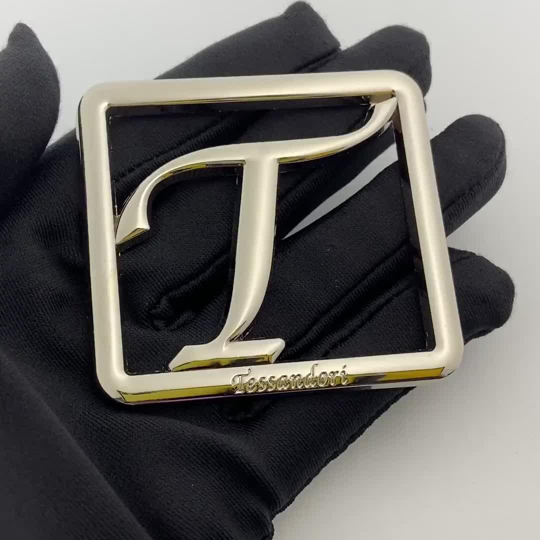 Rustproof plating silver  customized logo cut out logo metal plate tag for handbag