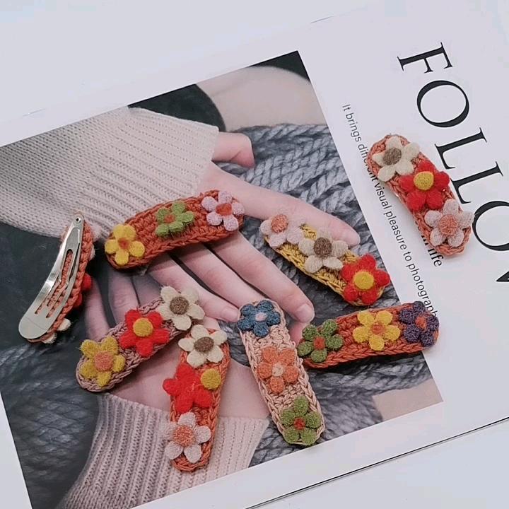 Casuale consegnato colore misto sveglio del capretto dei capelli accessori fatti a mano dolce di lana fiore snap clip di capelli per il bambino della ragazza