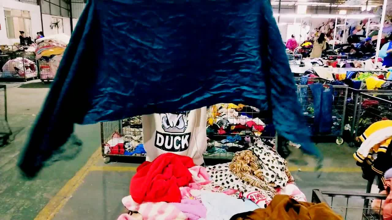 Beautiful and leisure second hand used clothing of scarf in China
