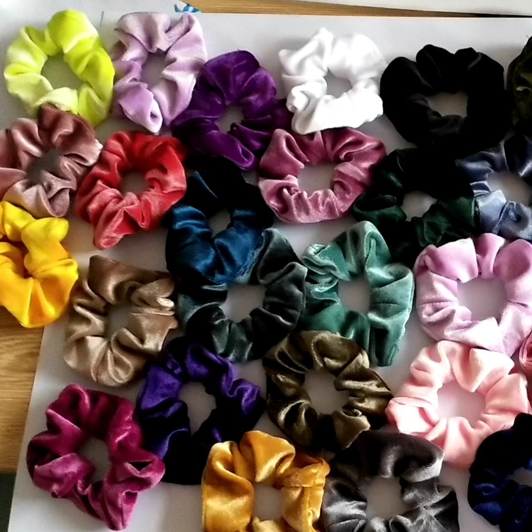 Aksesoris Rambut Dalam Stok Grosir Scrunchies Rambut Massal untuk Wanita Warna Tunggal 12Cm Scrunchies Rambut Beludru