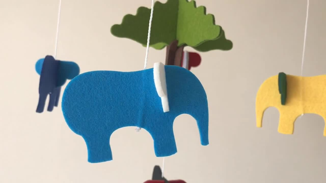 amazon best selling 2019 OEM colourful forest elephant hangers musical nursery wood decoration felt baby crib celling mobiles
