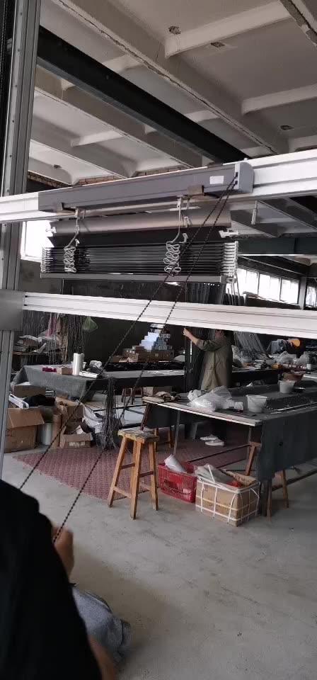 Плотные внешний открытый алюминиевые жалюзи с боковыми трек