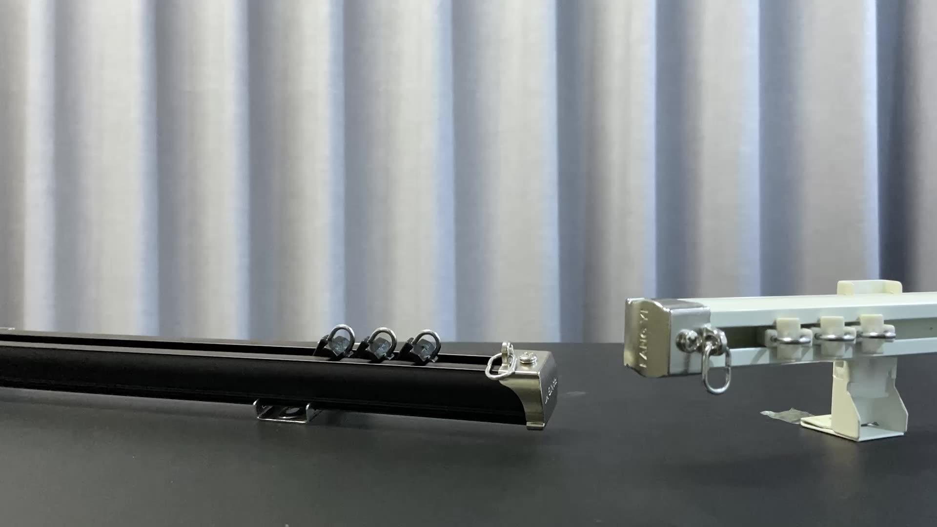 De moda Material de aluminio de Color negro accesorios de luz ajustable negro de hierro fundido barras de cortina
