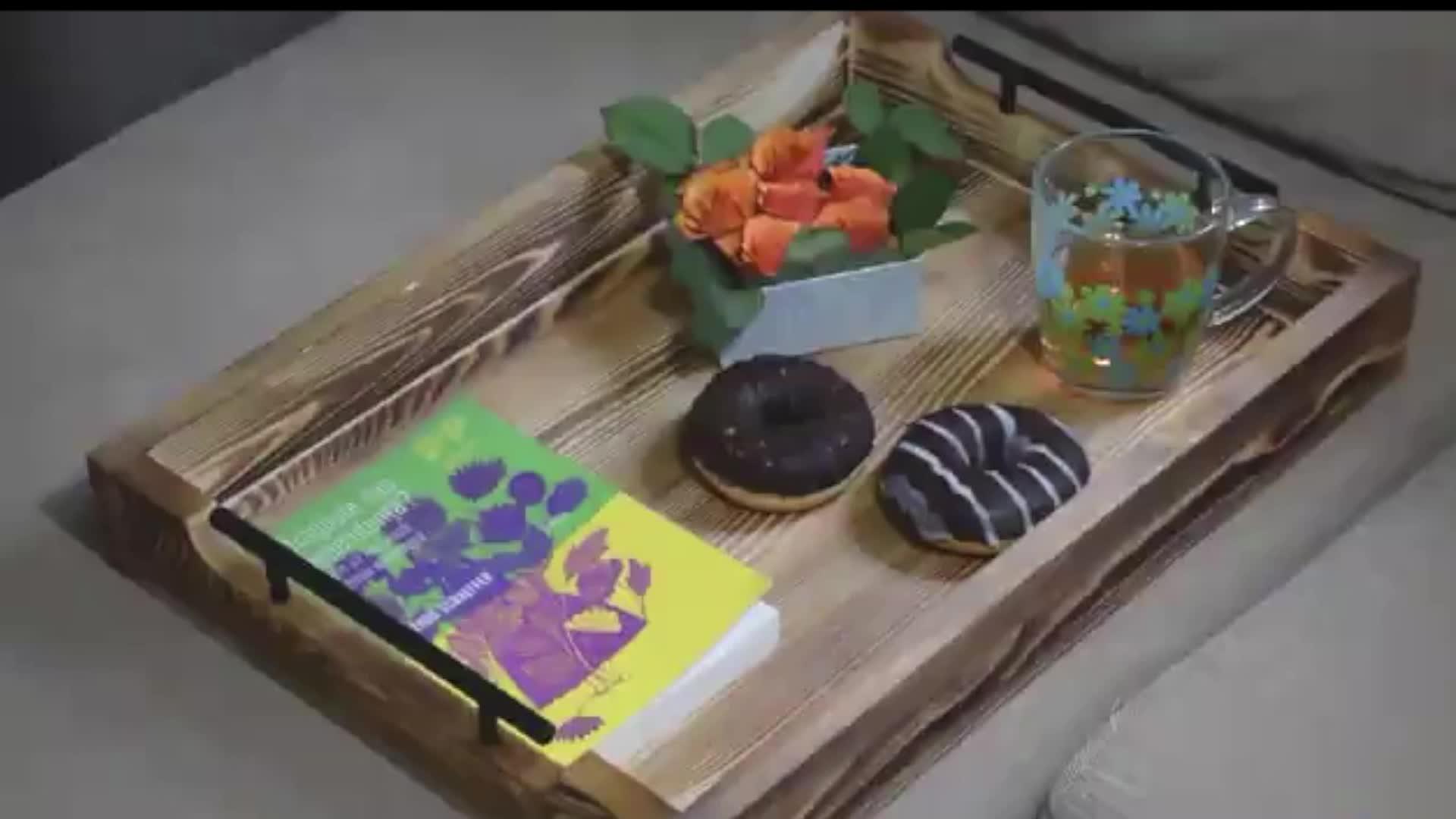 Gıda Sınıfı Dekoratif Rustik Doğal ahşap servis tepsisi Metal Saplı
