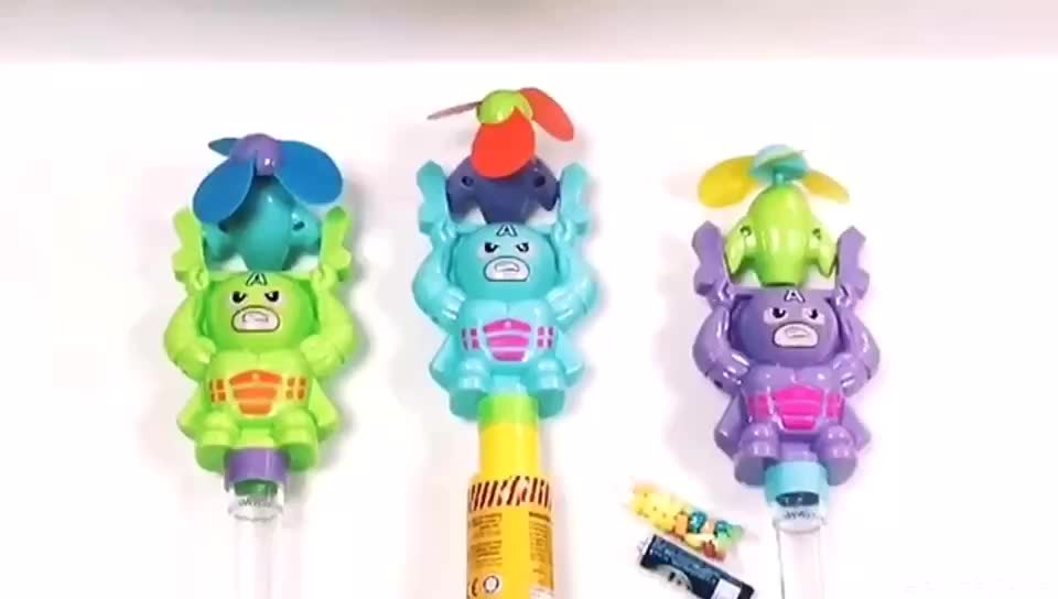 Novelty candy plastic cartoon candy toys with candy