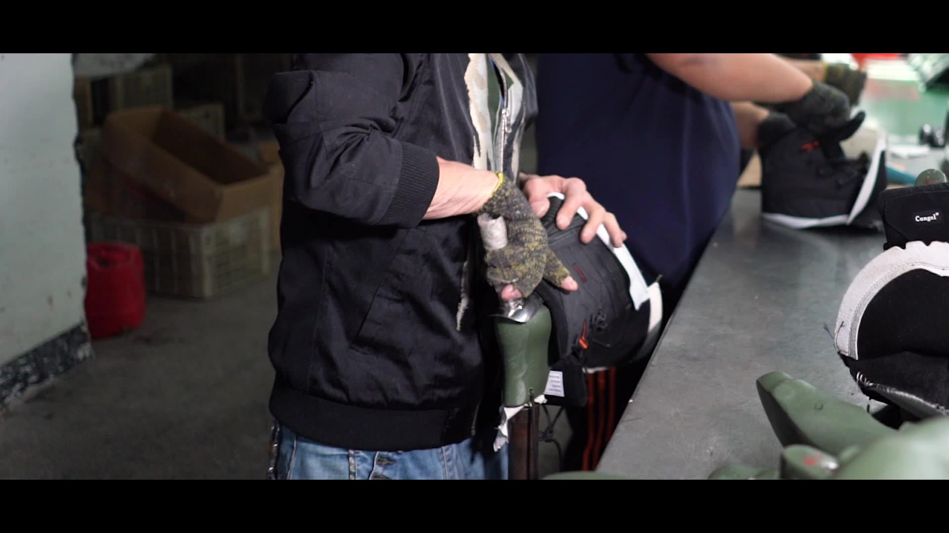 Sepatu Bot Militer Taktis Pria, Sepatu Bot Kerja Mendaki Gunung 2019, Sneaker Tahan Air dengan Harga Pabrik Musim Dingin