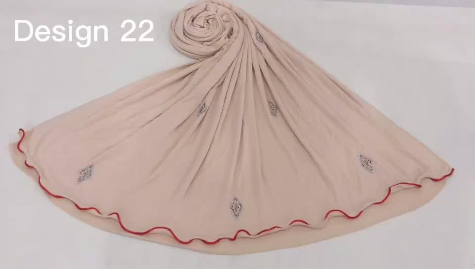 गर्म बेच फैशन रंगीन लाइनों और कई हीरा डिजाइन Stretchy जर्सी हिजाब मुस्लिम महिलाओं देवियों के लिए अनुकूलित पत्थर