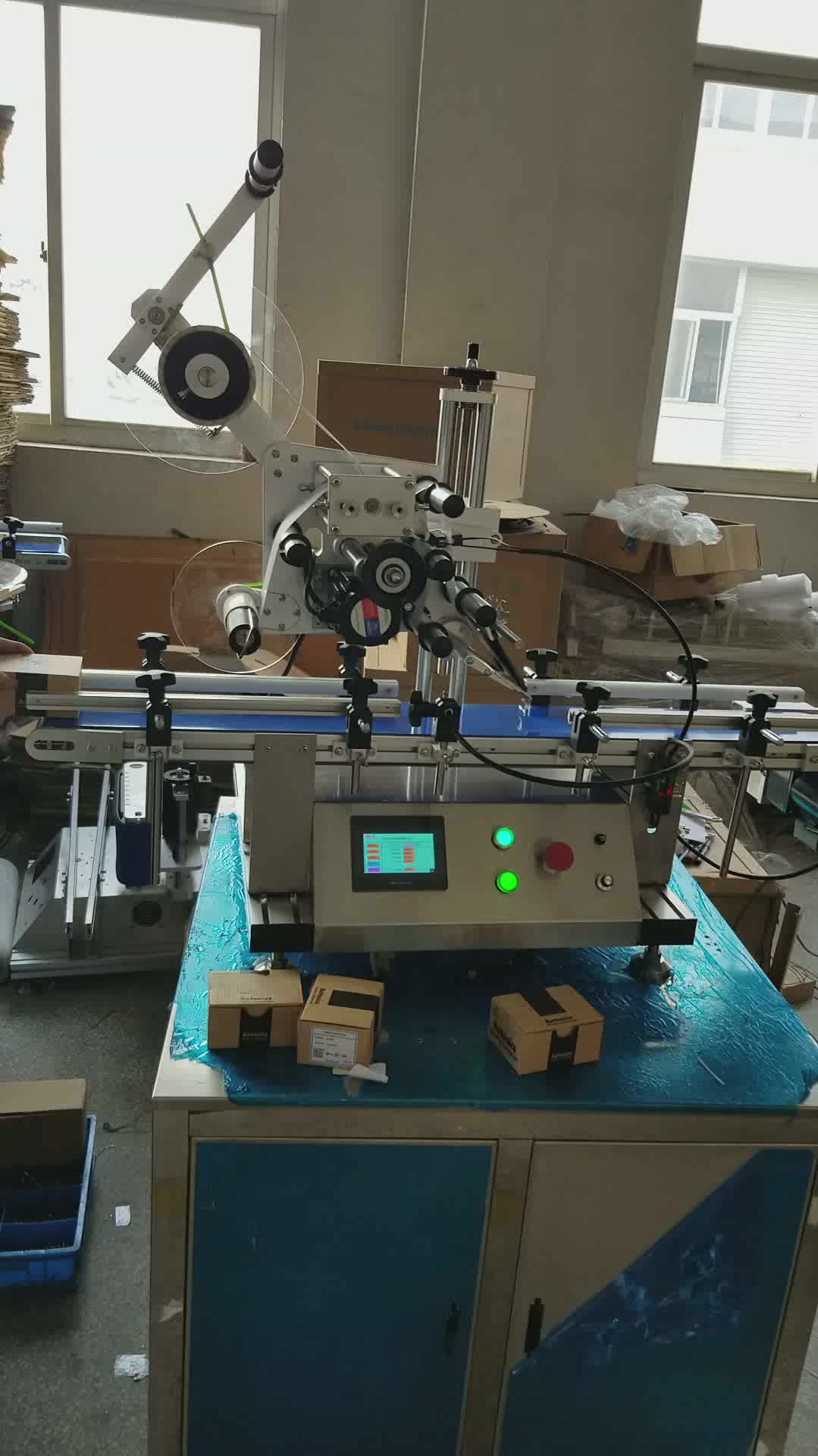 YTK-160 Automatic lighter table top surface flat bottle automatic  labeling machine