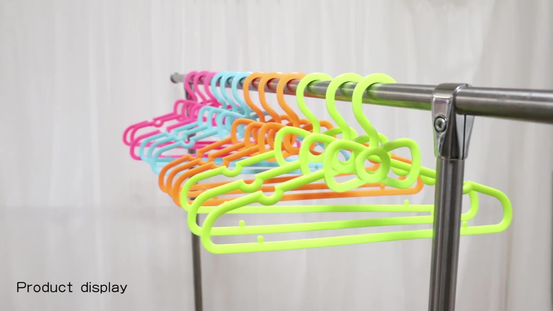 4 colori a buon mercato per bambini gancio di Plastica decorativo vestiti del bambino gancio per armadio