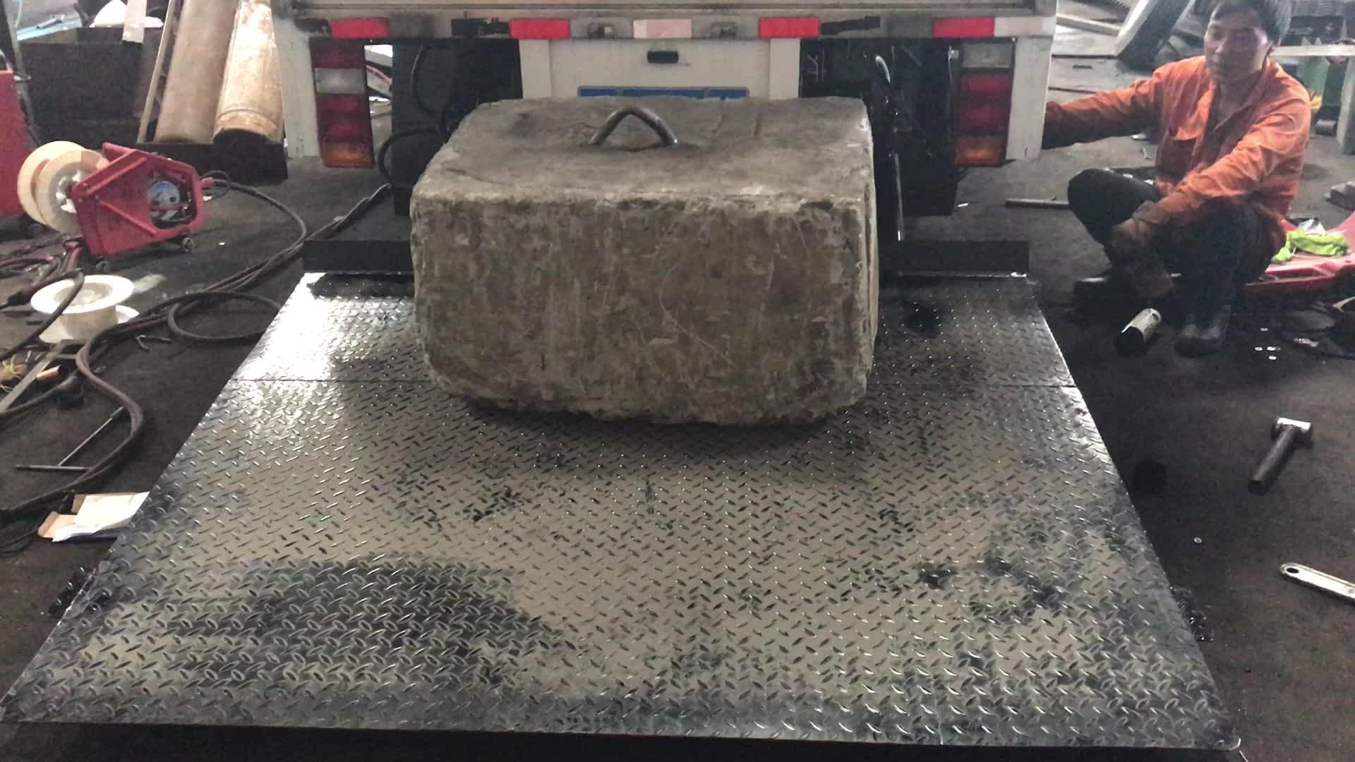 2ton HANMOKE thủy lực xe tải đuôi nâng cho xe tải với chất lượng tốt