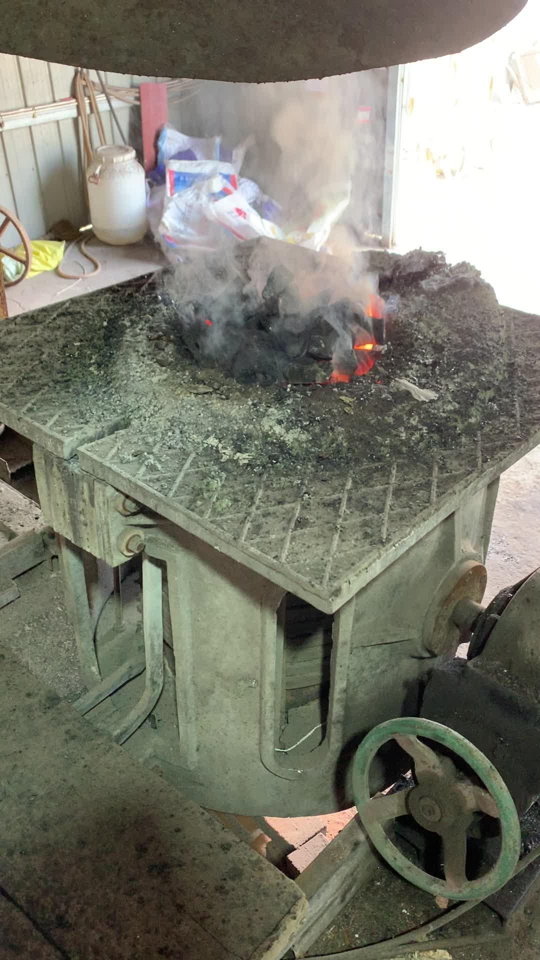 צנטריפוגלי ליהוק נחושת גרוטאות תנור התכת 150 KG התכה אינדוקציה תנור