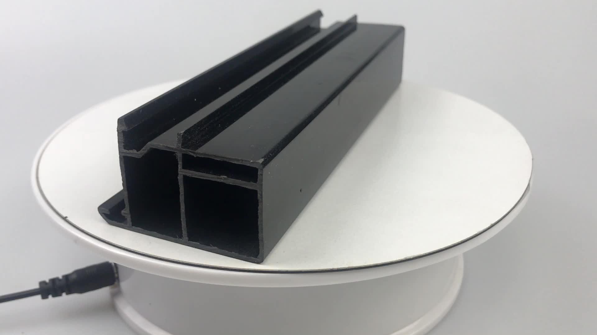 OEM aangepaste kleur PVC lineaire extrusie profielen hoek plastic extrusie producten