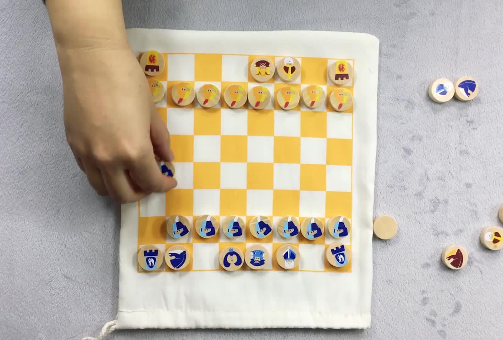 Mini Chess Set dengan Tas Kayu Mainan untuk Anak-anak