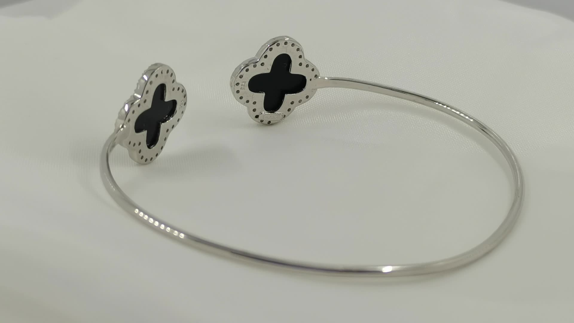 New desgin wholesale simple Four Leaf Clover Bangle  Custom Stainless Steel Fashion Opened Bracelet Bangle for women Jewelry