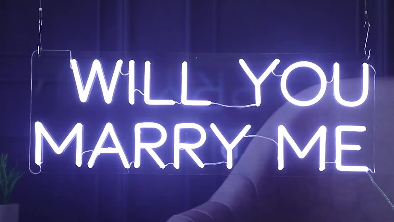 Envío de la gota caliente hermosa romántico nombre personalizado led luz de neón signo para decoración de boda