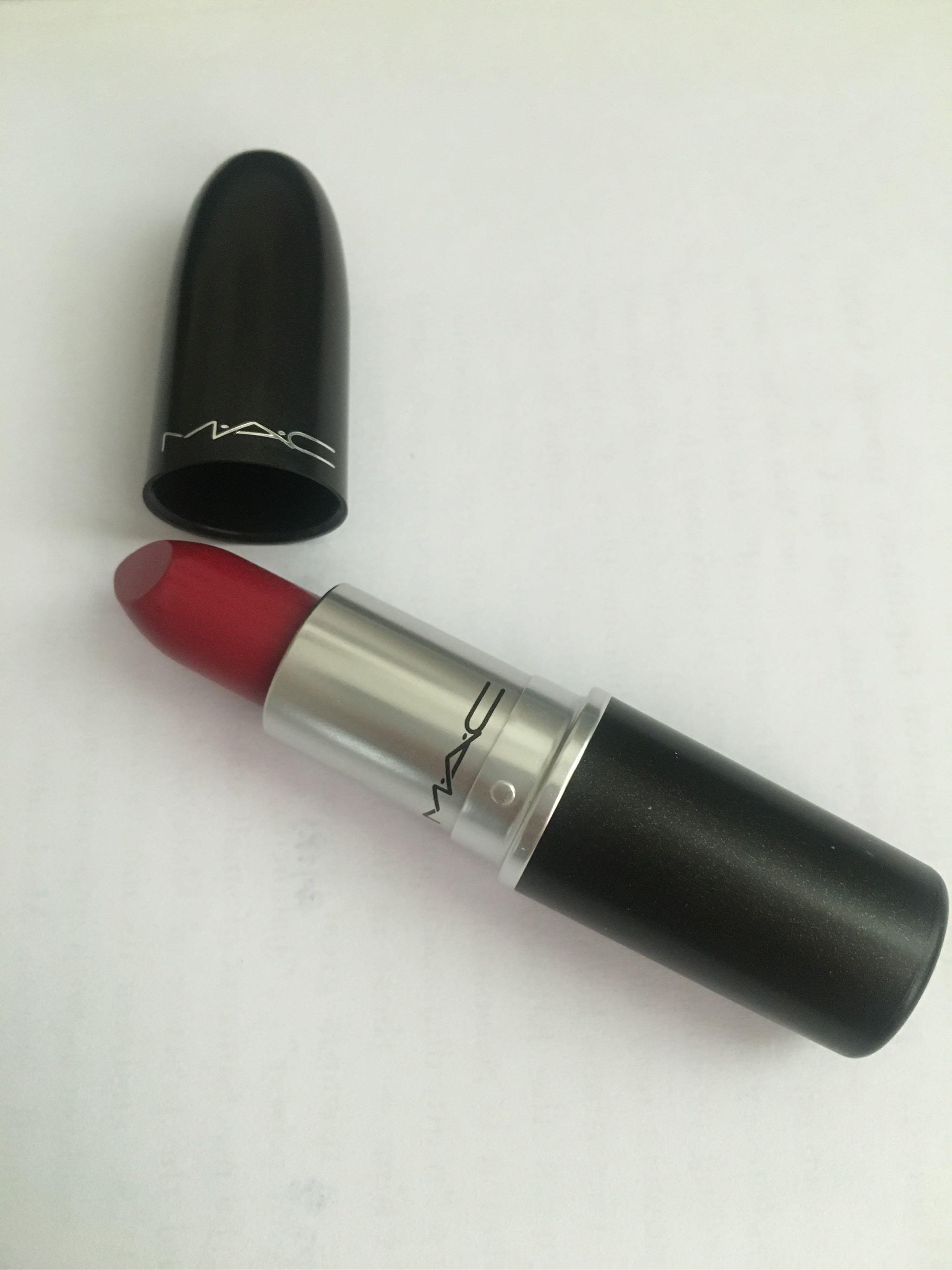 Mac子弹头lady bug BA7口红试色——偏水红色的番茄红,黄皮适合