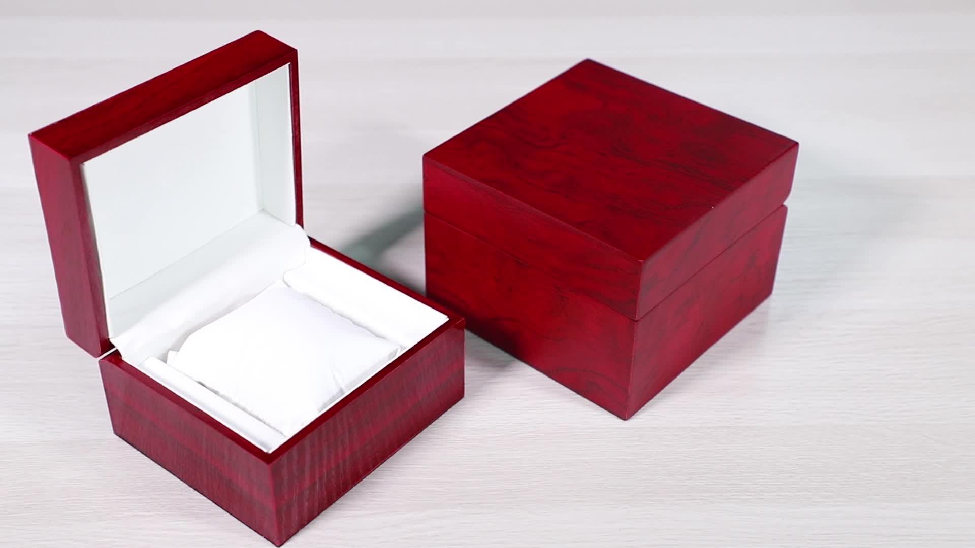 โลโก้ที่กำหนดเองของขวัญบรรจุภัณฑ์จอแสดงผลเก็บหรูหราขนาดเล็กสีดำแบนกล่องนาฬิกาไม้