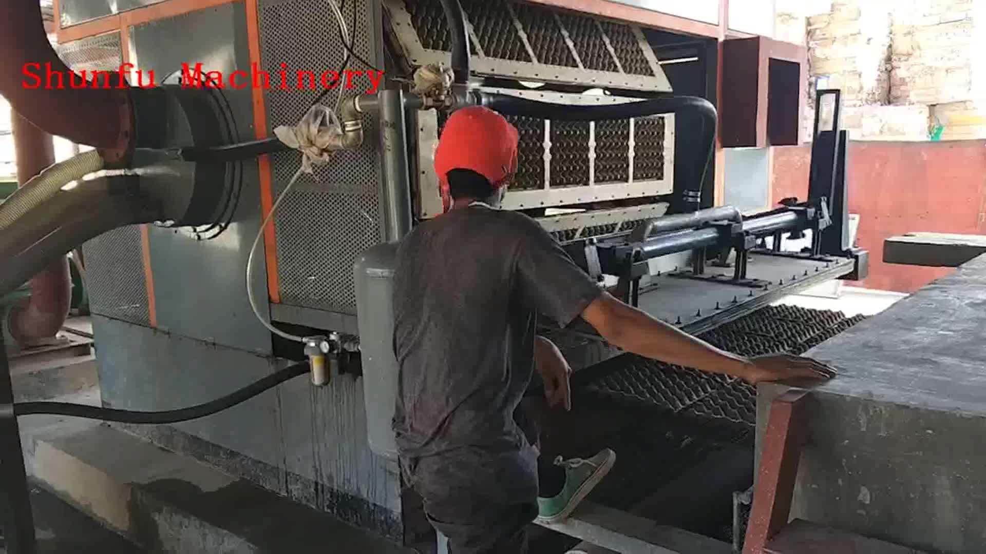 Kleine Schaal Automatische Roterende Eierdoos Lade Productie Machine