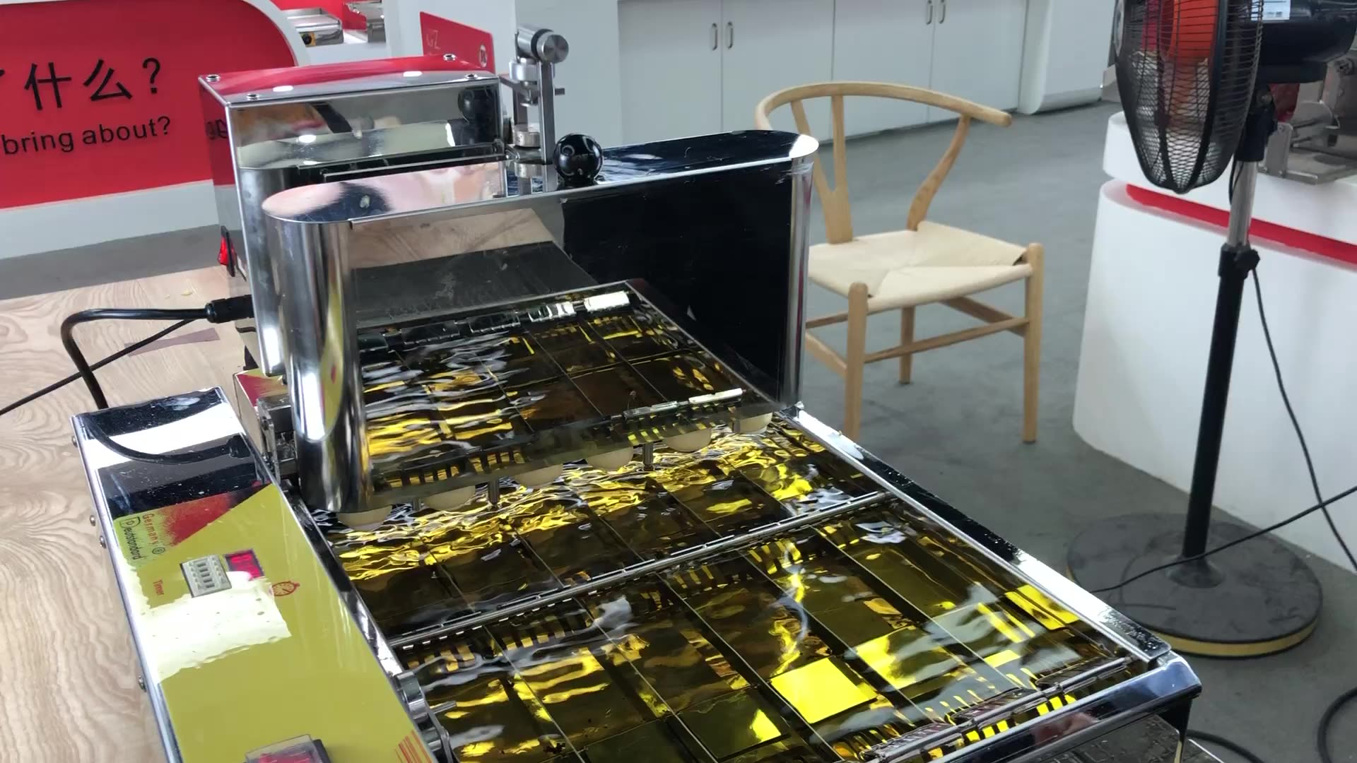 ماكينة تصنيع دونات دونات صغيرة أوتوماتيكية بجودة ألمانية مع مقلاة