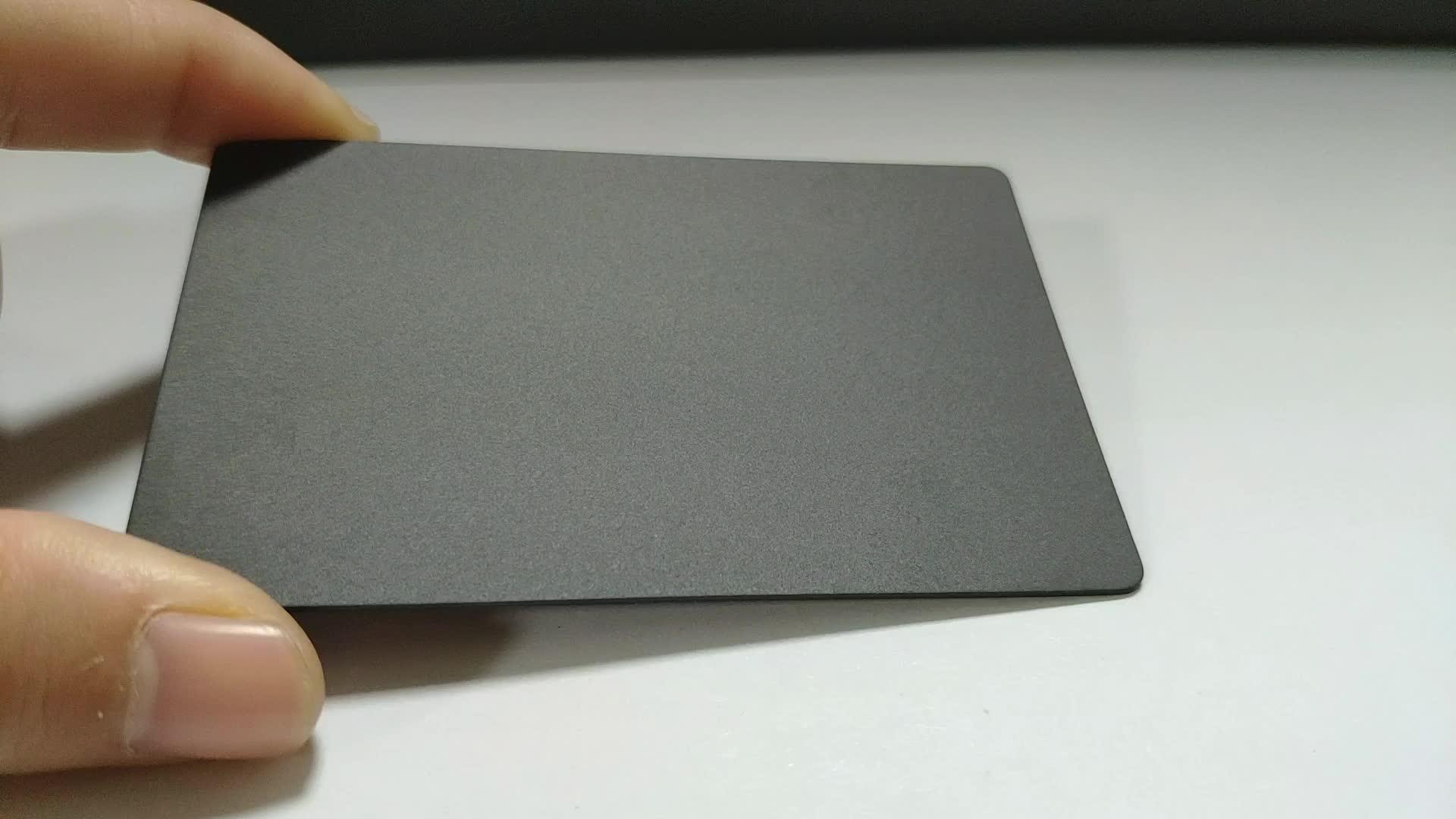 Personalizzato in alluminio anodizzato opaco nero biglietto da visita di metallo carte di credito a buon mercato laser in bianco personalizzato metallo biglietto da visita di carta del raccoglitore