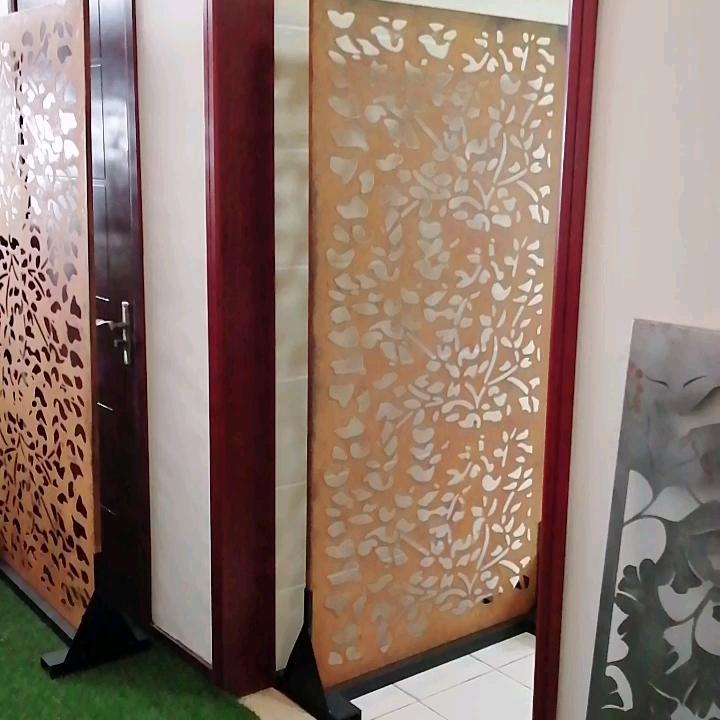Dekorative Laser Cut Metallsiebe im Außenbereich aus Cortenstahl