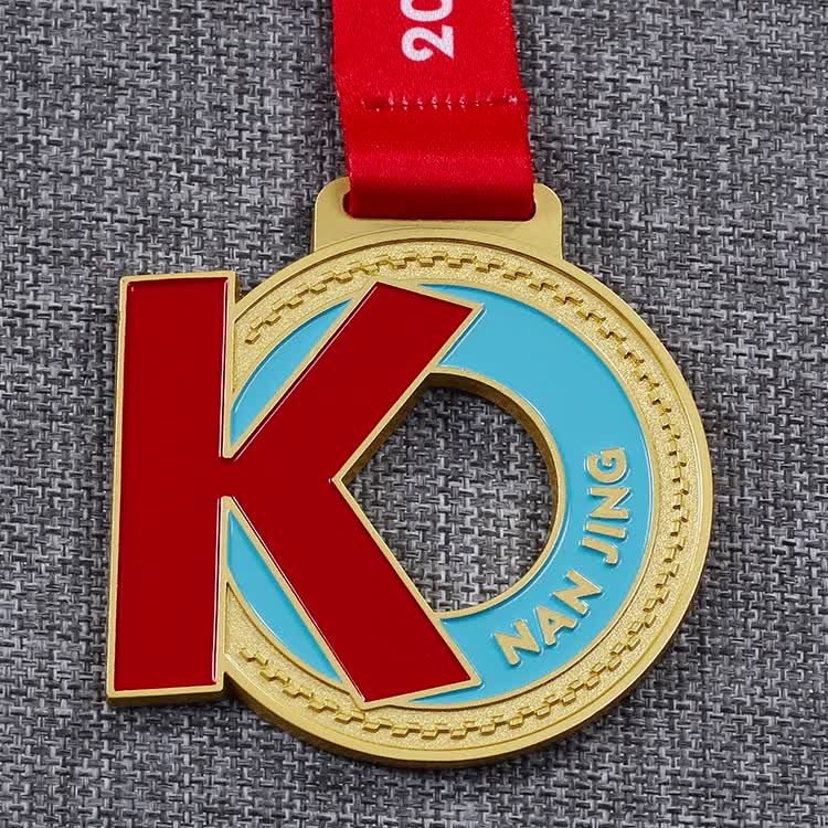 Shuanghua custom zinc alloy metal matte gold sports cycling medals with own design