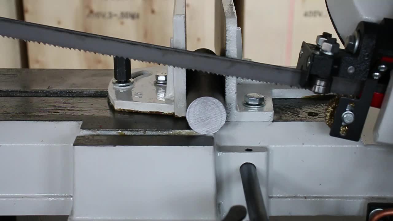 โลหะตัดสับเลื่อยตัดเลื่อยสายพานเครื่องจักรสำหรับขาย