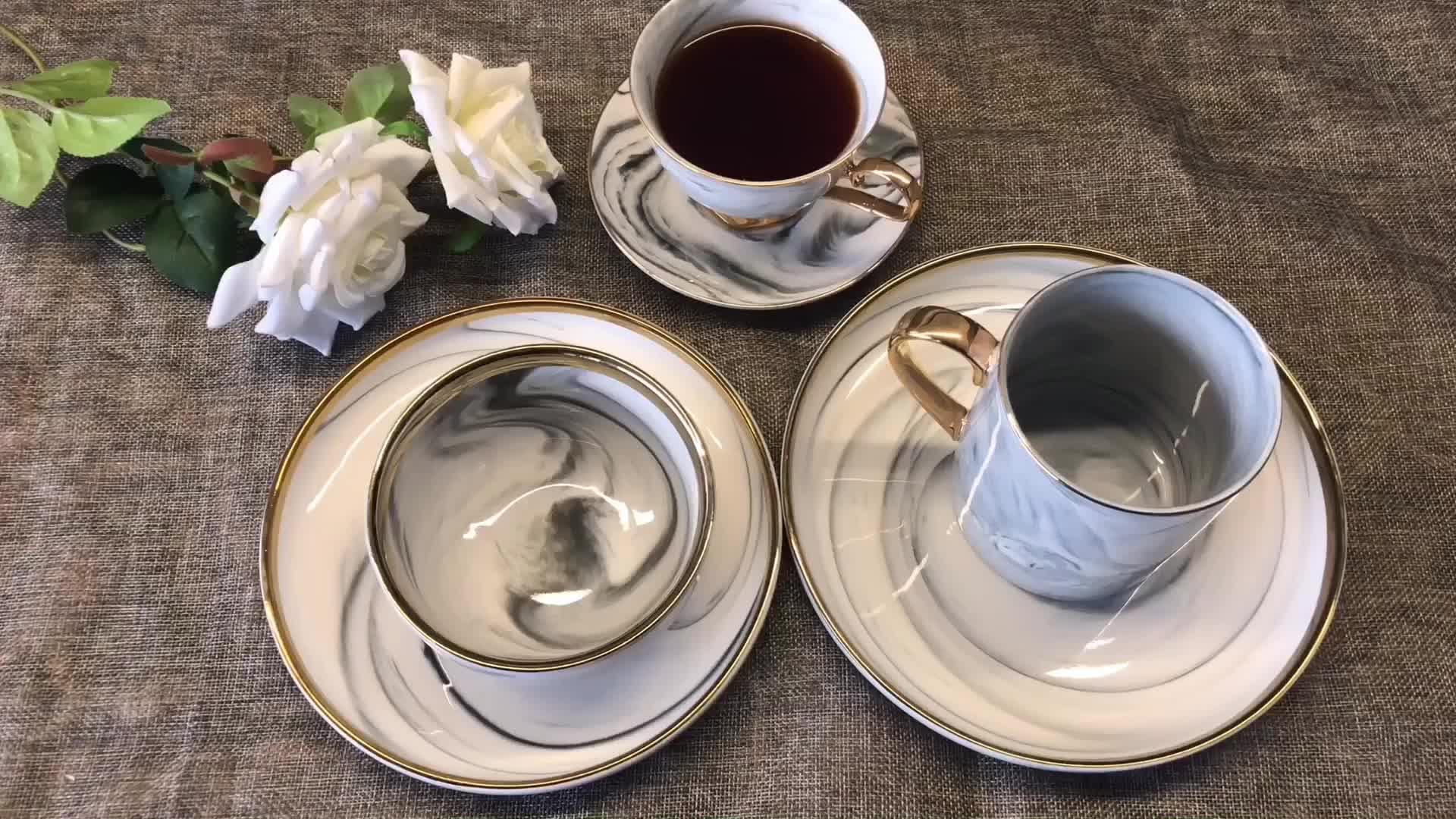 Set von 5 Porzellan Marmor Tafelservice mit Vergoldeten