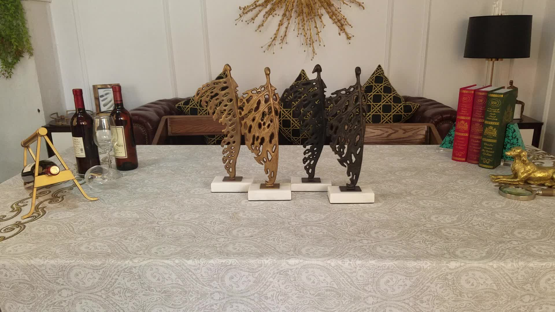 Home decorative table metal craft items couple sculpture for living room