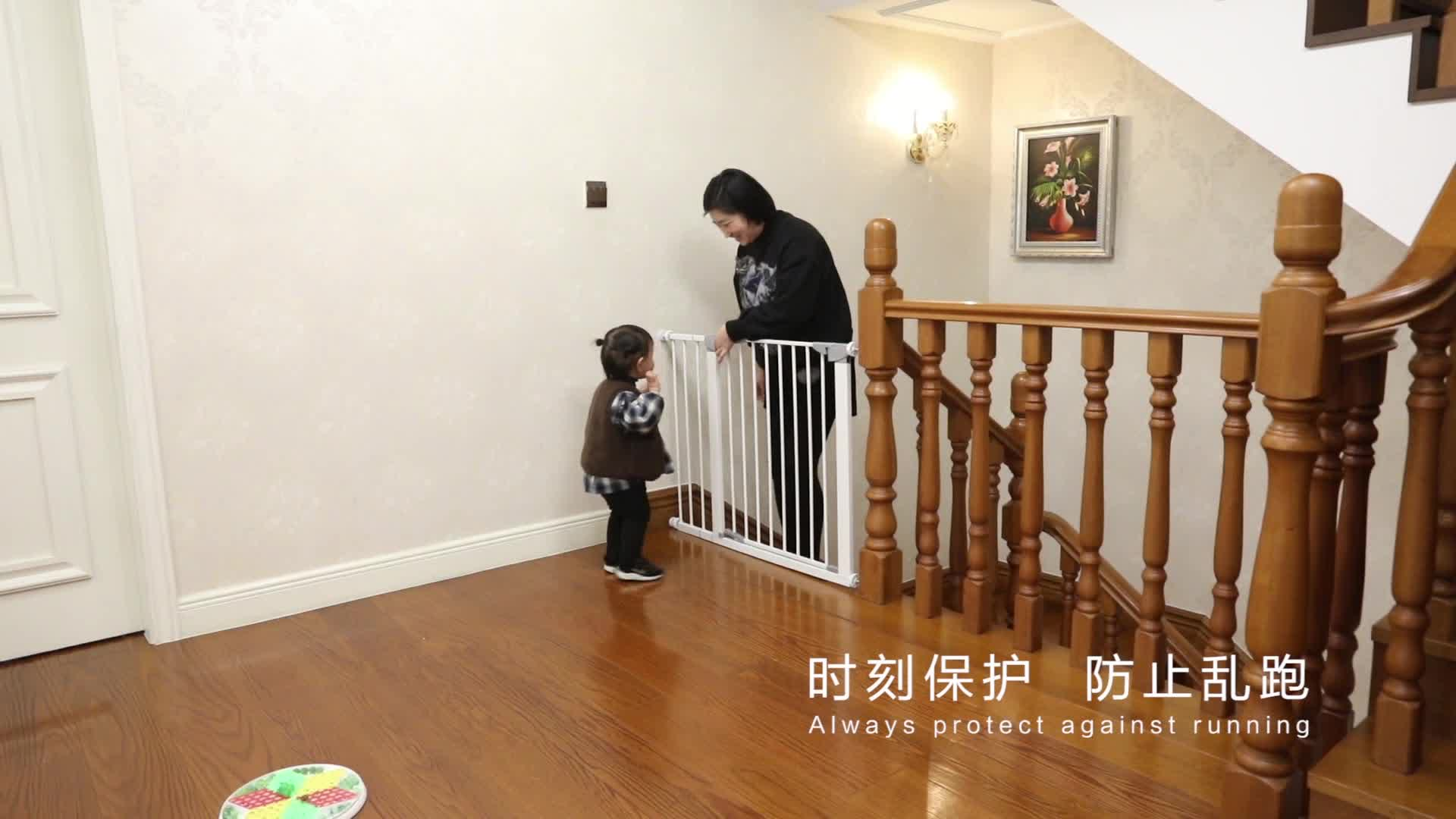 Pressure-mounted design for pet baby safety gate prevents wall damage