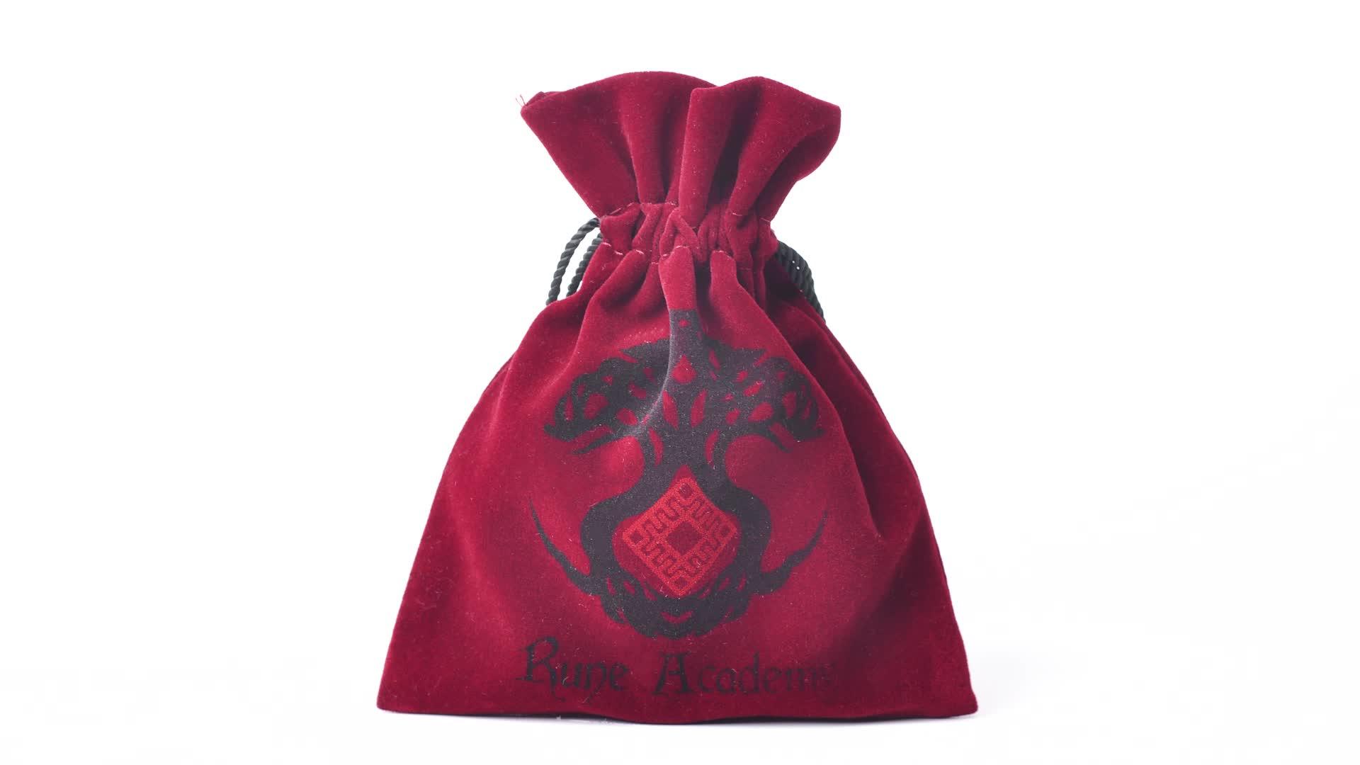 Toptan yüksek kalite 20*30cm kırmızı şarap şişesi büzme ipli kadife çanta ile püsküller süet bilezik izle toz torbası logo özel