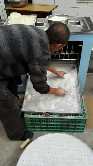 Chinese factory price steamed bread making machine /high quality dough divider rounder