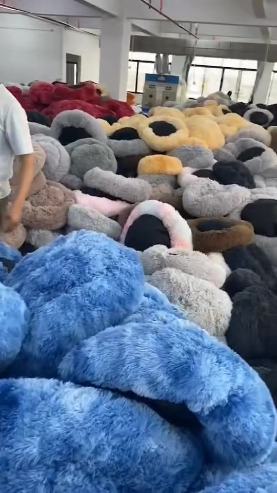 Manufacture Washable Puppy Luxury Round Bed Self Warm Dog Bed Couch Improved Sleep Large Donut Plush Sofa Faux Fur Dog Bed