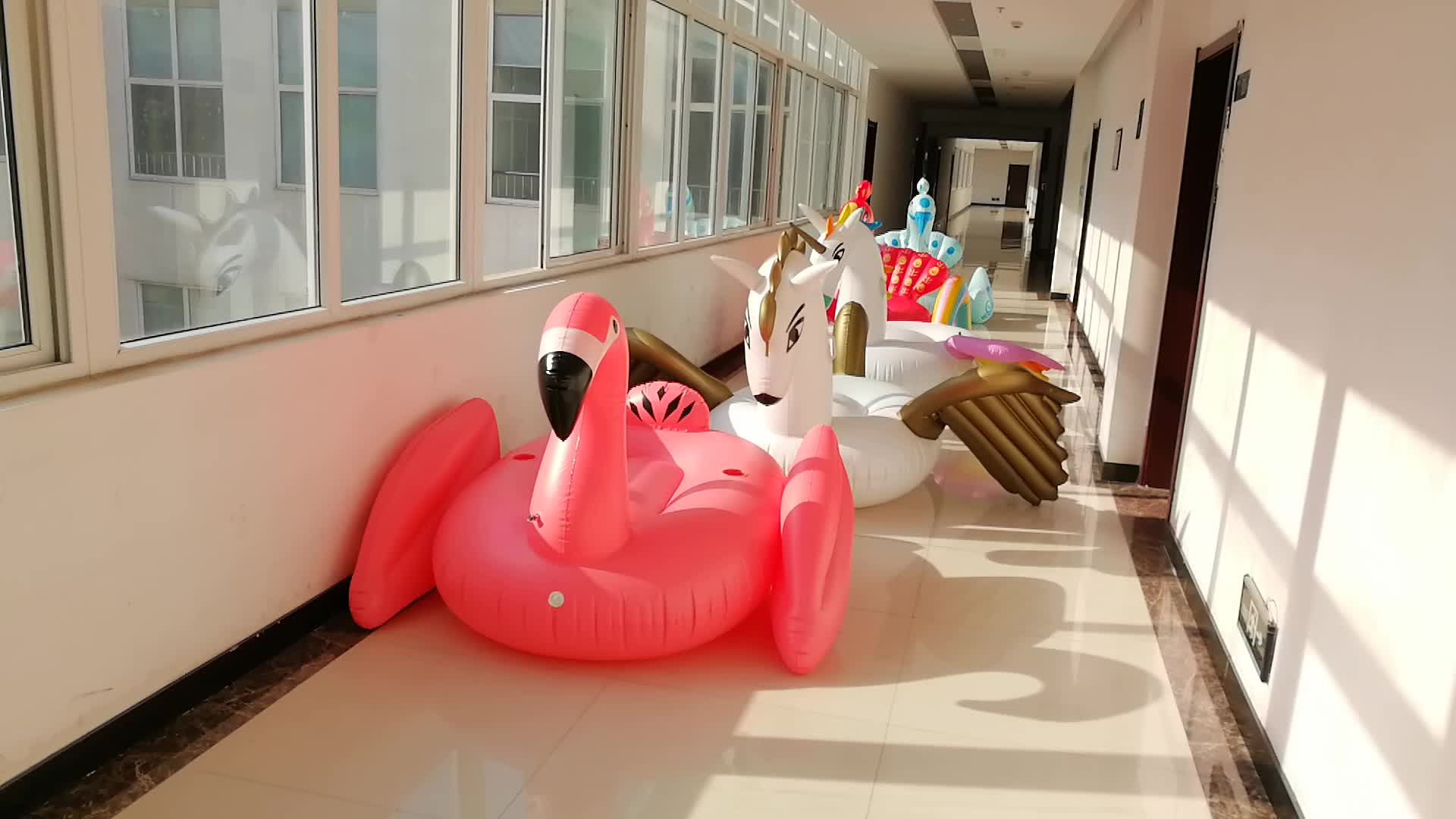 hot sale adults giant plastic outdoor swimming inflatable animal pool toys floats , inflatable swan pool float