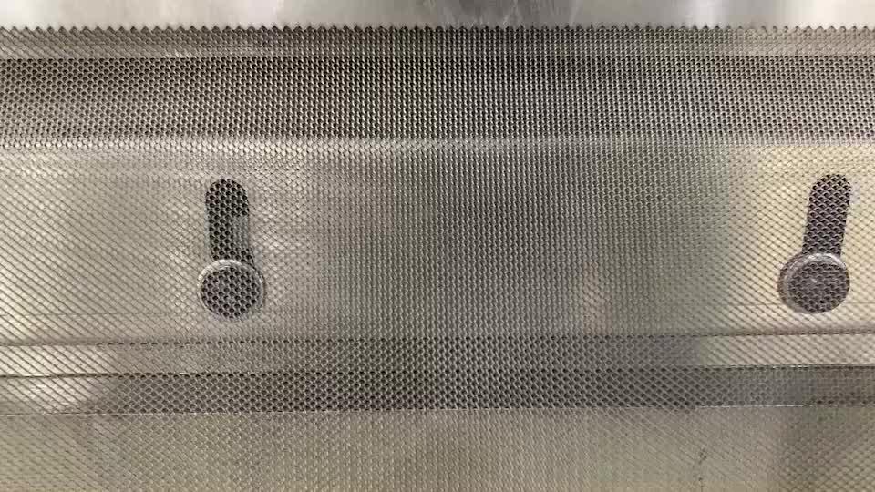 Flexible Ready Made Aluminum Expanded rain  Filter Gutter guard Leaf Mesh/black gutter guards