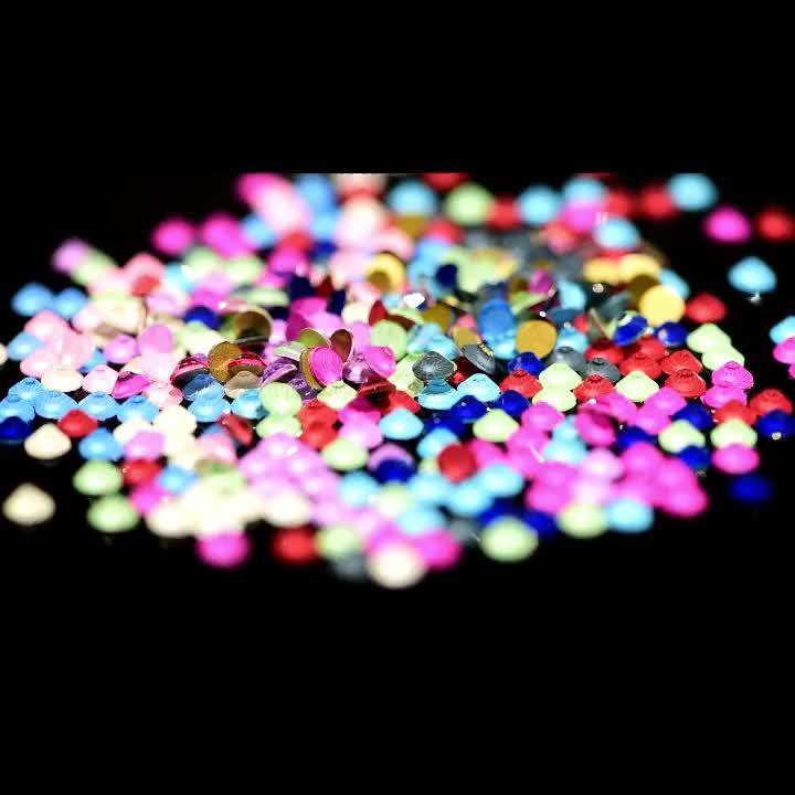 Wholesale 2028 Same Cut Factes Flatback Glass Non Hotfix Rhinestone Designs Nail Stones for Clothing Accessory