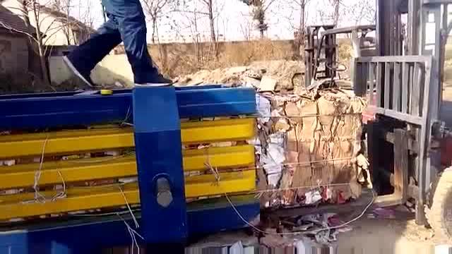 מלא אוטומטי הידראולי קרטון פלסטיק בד קנה סוכר אשפה פסולת baling קשירה מכונה