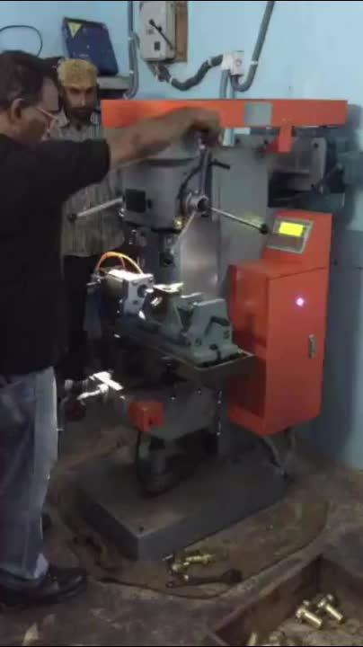 Industriële componenten tikken boren verwerking verticale vierkante kolommen boormachine