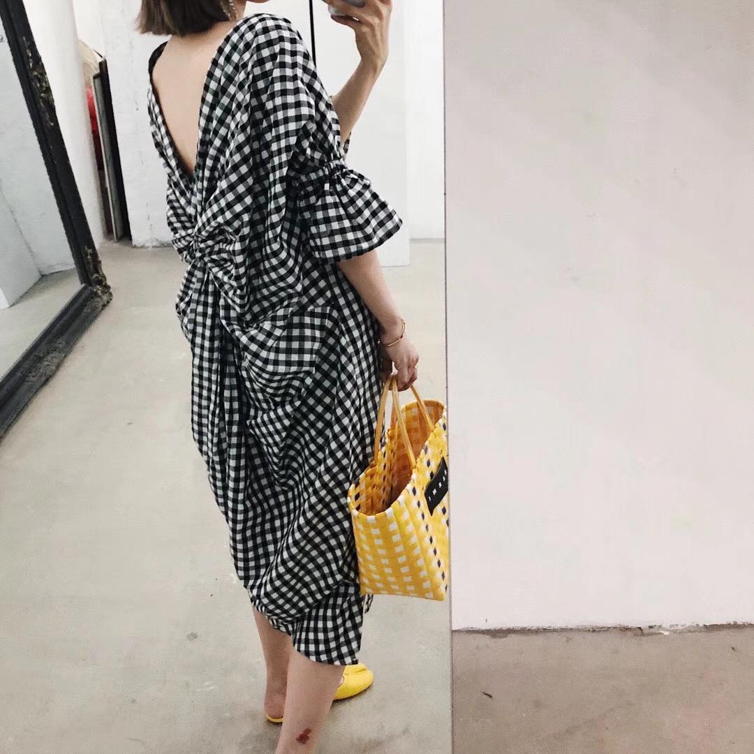 w 2018 mùa xuân và mùa hè mới Hàn Quốc phiên bản của nhỏ backless nhỏ v- cổ kẻ sọc tốt năm- điểm tay áo tie thiết kế trang phục