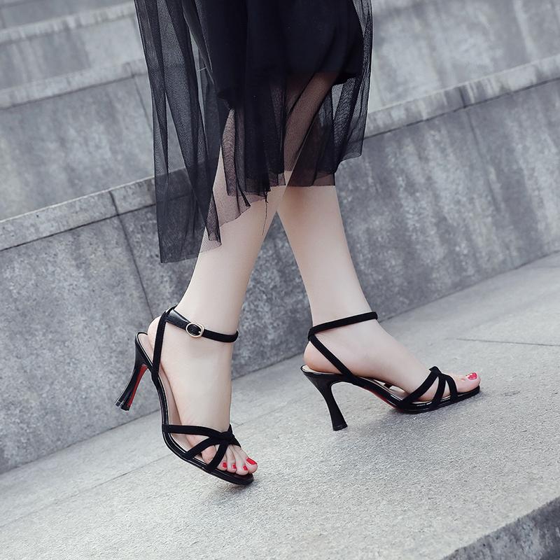 舞动凉鞋磨砂中跟热风细跟黑色凉鞋夏季露趾高跟女细带真皮女鞋