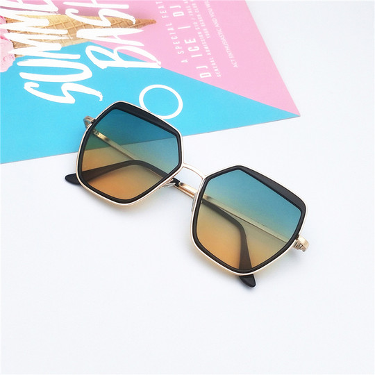 Sunglasses ladies 2020 new INS network explosion models marine film shopping taking photos ink glasses over 88 yuan