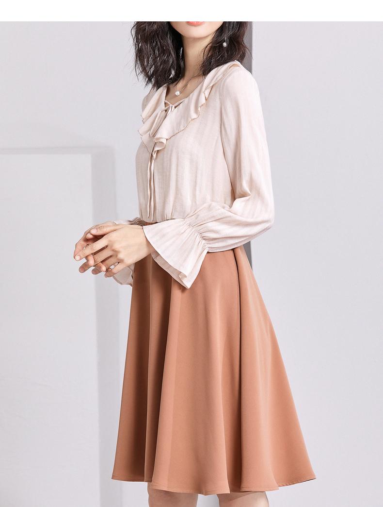 [Giá mới 139 đô] mùa xuân 2018 mới V-cổ dài tay một từ váy lá sen tay áo hit màu khảm đầm