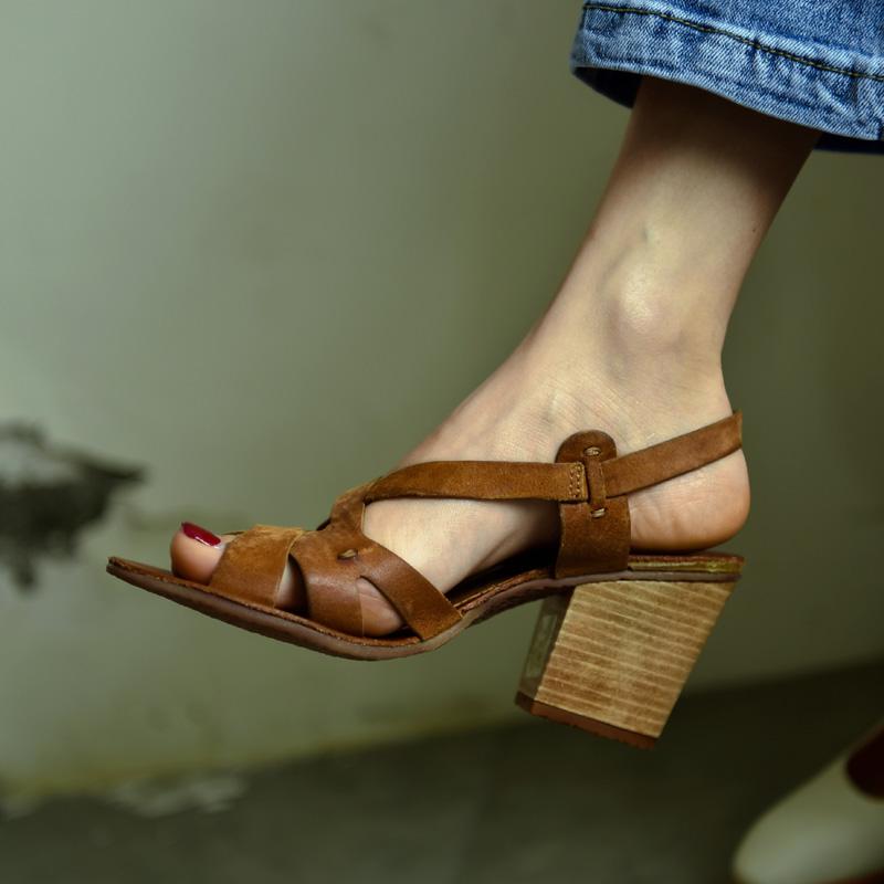 2019夏季新款女鞋欧美复古绑带粗跟罗马鞋真皮百搭棕色高跟凉鞋女