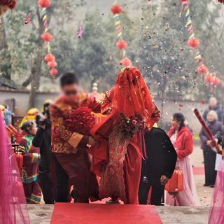 Свадебные аксессуары,  Я край выйти замуж красное покрытие глава счастливый хиджаб пряжа монгольский шарф свадьба приветственное слово кисточка невеста хиджаб красные кружевные, цена 280 руб